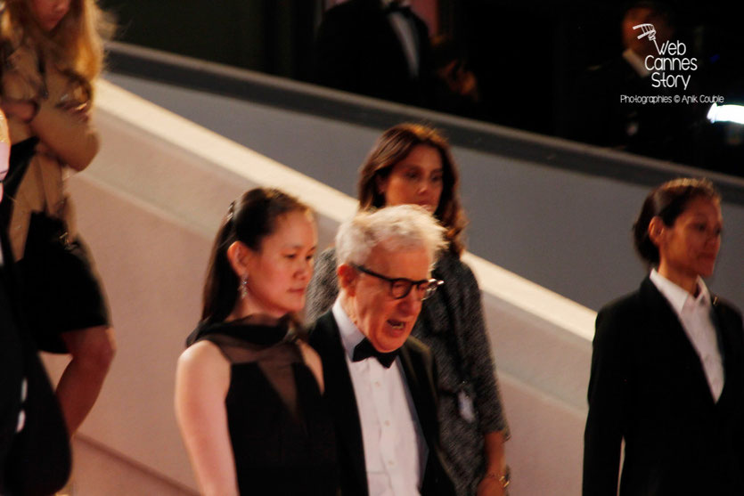 "Woody Allen,  à la sortie de la projection de son film ""L'Homme irrationnel"" - Festival de Cannes 2015 - Photo © Anik Couble"