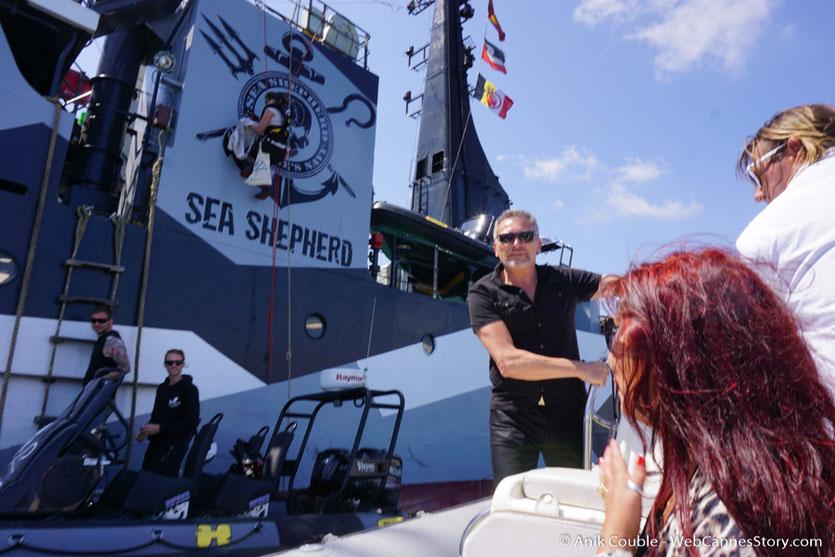 """Arrivée devant le """"Sam Simon"""",  l'un des bateaux de la fondation Sea Shepherd - Festival de Cannes 2016 - Photo © Anik Couble"""