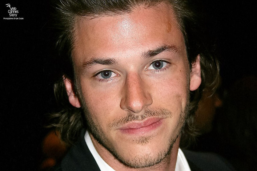 "Gaspard Ulliel, dans le public, lors de la projection de "" Fair Game "" de Doug Liman - Festival de Cannes 2010 - Photo © Anik Couble"