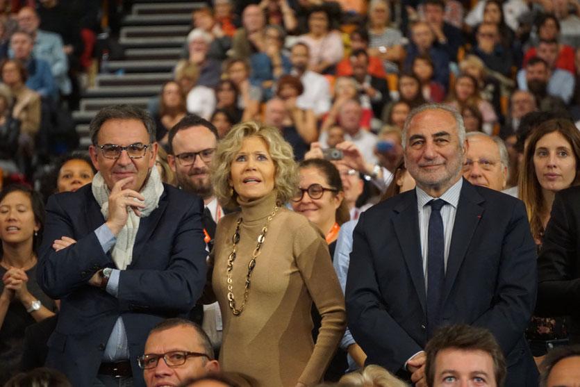 Jane Fonda, entourée de David Kimelfeld, président de la métropole et de Georges Képénékian, maire de Lyon - Cérémonie de clôture du Festival Lumière 2018 - Lyon - Photo © Anik Couble
