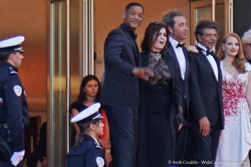 Will Smith, Agnès Jaoui, Paolo Sorrentino Gabriel Yared et Jessica Chastain, en haut des marches, pour assister à la cérémonie de clôture du 70eme Festival de Cannes - Festival de Cannes 2017 - Photo © Anik Couble