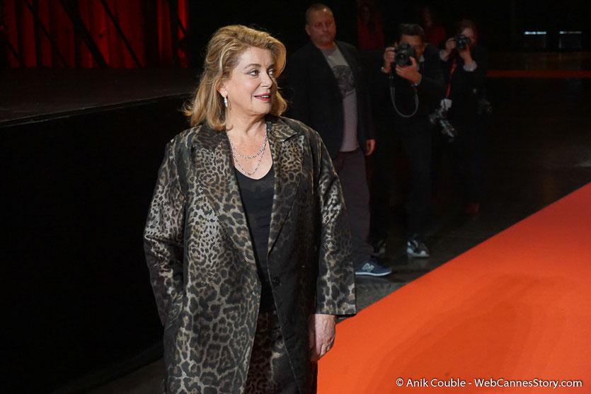 Arrivée de Catherine Deneuve  à la cérémonie de Clôture du Festival Lumière 2016  - Halle  Tony Garnier de Lyon - Photo © Anik Couble