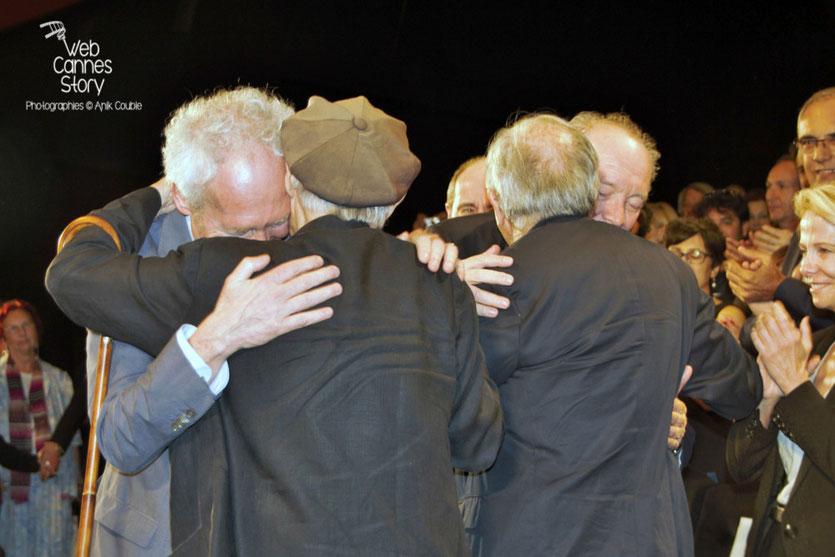 Les frères Taviani et Dardenne lors de l'hommage aux frères Lumière - Festival de Cannes 2015 - Photo © Anik COUBLE