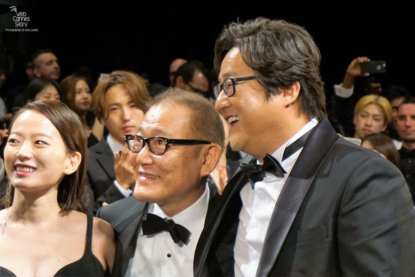 """Chun Woo Hee, Jun Kunimur et Kwak Do Won, lors de la projection du  film """"Goksung"""" (The Strangers) de Na Hong Jin - Festival de Cannes 2016 - Photo © Anik Couble"""