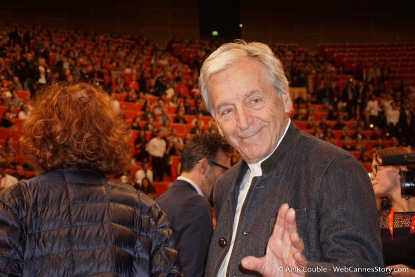 Arrivée de Costa Gavras à la cérémonie de remise du Prix Lumière - Amphitheâtre 3000 - Lyon - Oct 2016  - Photo © Anik Couble