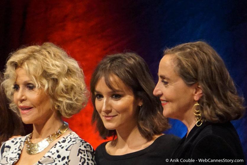 Jane Fonda, en compagnie d'Anaïs Demoustier et Dominique Blanc, lors de la Cérémonie de Remise du Prix Lumière - Festival Lumière 2018 - Lyon - Photo © Anik Couble