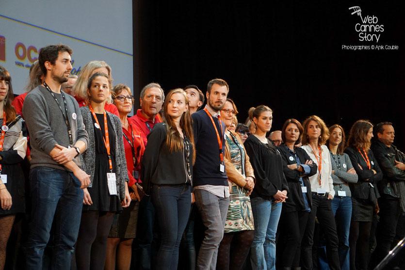L'équipe du Festival Lumière et les bénévoles, sur la scène de la Halle Tony Garnier - Clôture du Festival Lumière - Lyon - Octobre 2015 - Photo © Anik COUBLE