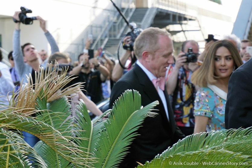 Arrivée de Salma Hayek et de son époux, François Pinault, au Palais des Festivals, pour assister à la cérémonie des 70 ans du Festival de Cannes - Festival de Cannes 2017 - Photo © Anik Couble