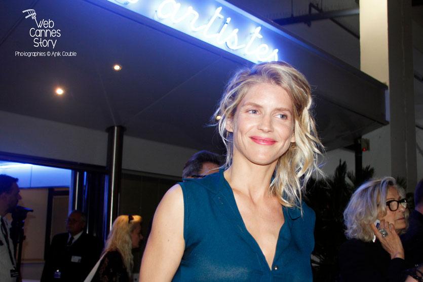 Alice Taglioni , à la sortie de la cérémonie d'ouverture du Festival de Cannes 2015 - Photo © Anik Couble