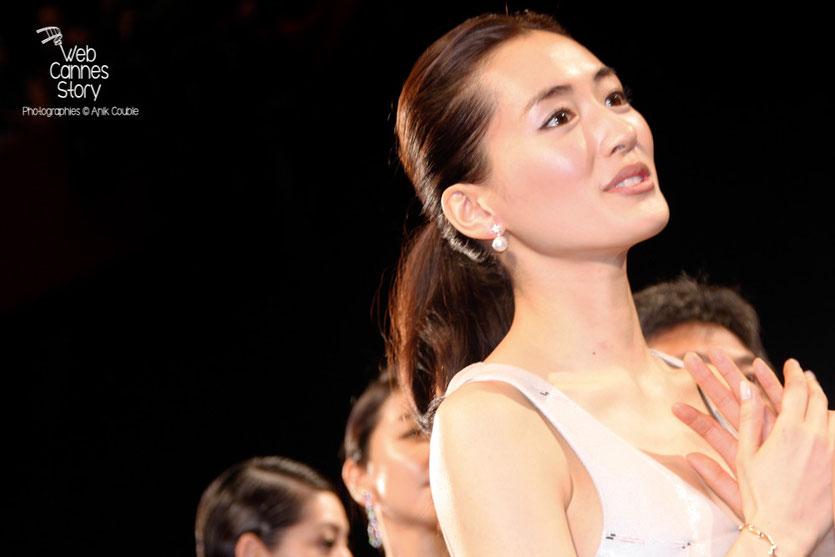 """Haruka Ayase, lors la projection du film """" Notre petite soeur """" de  Hirokazu KORE-EDA  - Festival de Cannes 2015 - Photo © Anik COUBLE"""