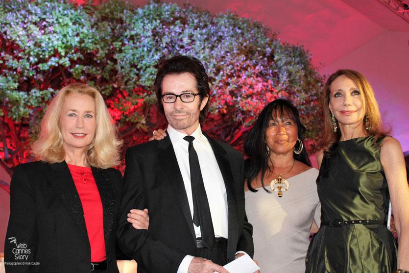 Nadine Labaki , lauréate du Prix François Chalais entourée de Mei-Chen Chalais, Brigitte Fossey, Marisa Berenson et Georges Chakiris - Festival de Cannes 2011 - Photo © Anik Couble
