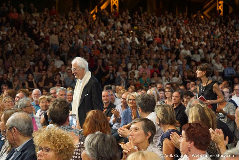 Bertrand Tavernier, au milieu du public, lors de la cérémonie d'ouverture du Festival Lumière 2018 - Lyon - Photo © Anik Couble