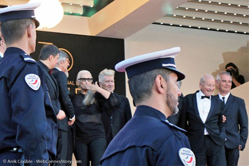 Jane Campion, entourée de Cristian Mungiu, Bille August, David Lynch, Mohammed Lakhdar-Hamina et Laurent Cantet - en haut des marches, pour assister à  la Cérémonie des 70 ans du Festival de Cannes - Festival de Cannes 2017 - Photo © Anik Couble