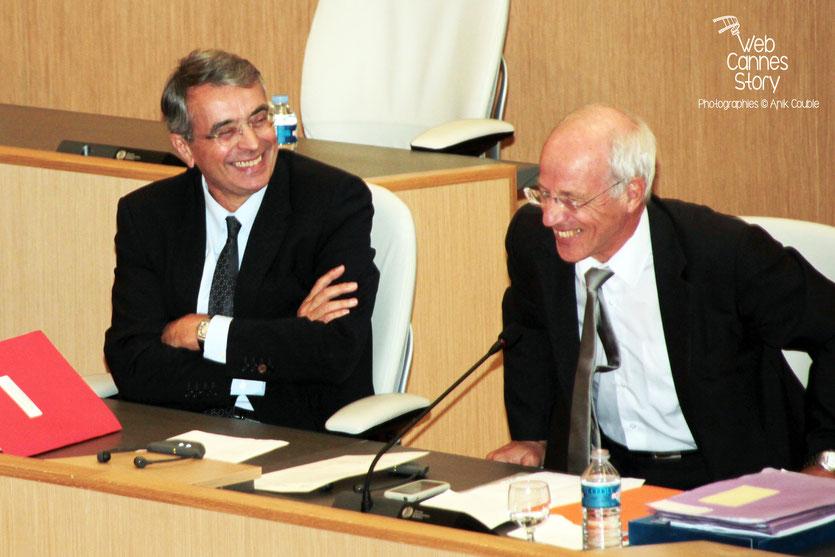 Jean-Jack Queyranne et Bernard Soulage, à la tribune, lors de la conférence européenne des Régions pour le climat - Lyon - 0ctobre 2011 © Anik COUBLE