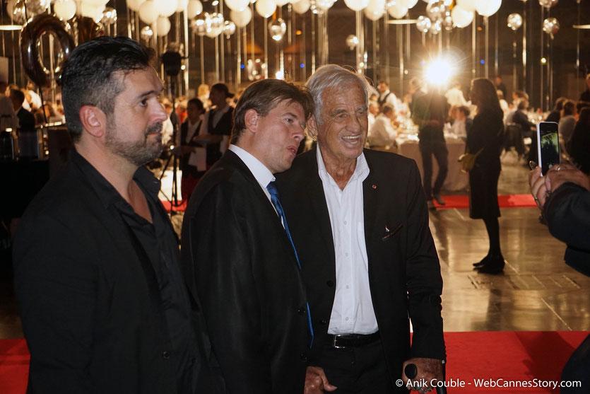 Jean-Paul Belmondo, se prêtant gentiment au jeu des photos, lors du très convivial dîner d'ouverture du Festival Lumière 2018 - Lyon - Photo © Anik Couble