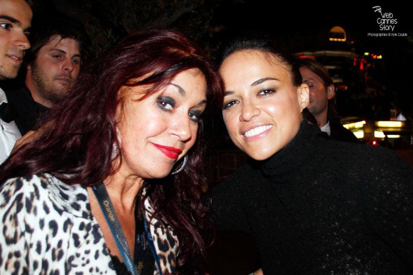 Mon amie,  Esméralda la célèbre femme panthère, en compagnie de  Michelle Rodriguez - Festival de Cannes 2015 - Photo © Anik Couble