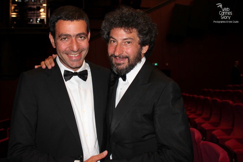 "Radu Mihaileanu et un ami,  lors de la projection du film  ""La Piel que Habito"" de Pedro Almodovar - Festival de Cannes 2011 - Photo  © Anik Couble"