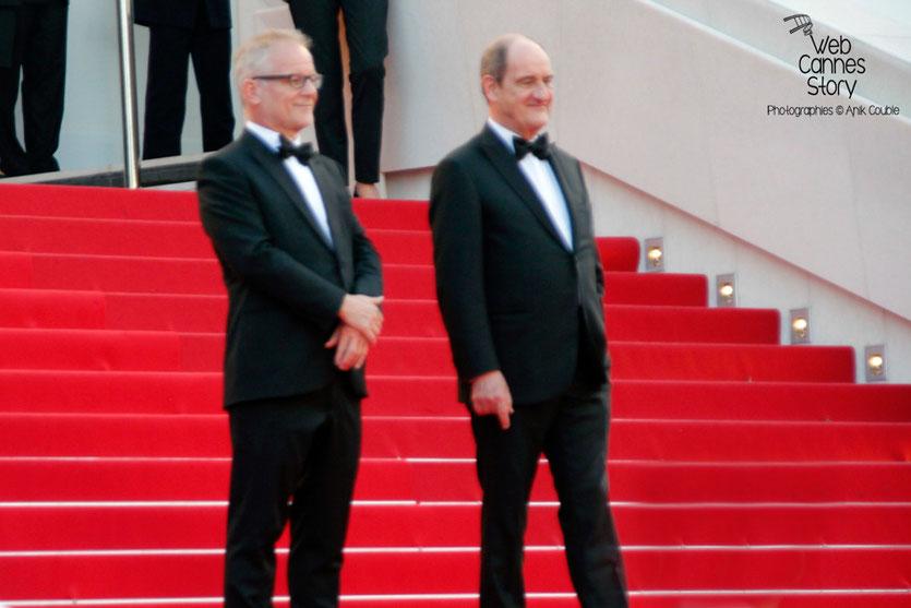"""Thierry Fremaux et Pierre Lescure, sur les marches pour la projection du film """"Sicario"""" de Denis Villeneuve - Festival de Cannes 2015 - Photo © Anik COUBLE"""