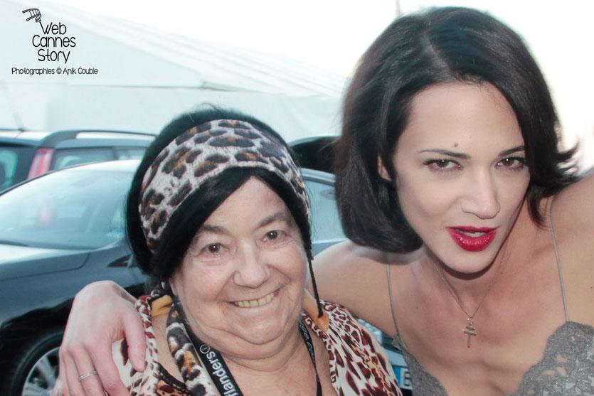 Pascaline Benito, la célèbre  femme panthère, en compagnie d'Asia Argento - Festival de Cannes 2013 - Photo © Anik Couble