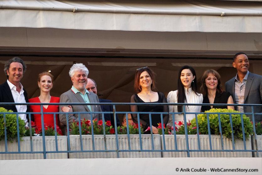 """Le jury du 70e Festival de Cannes, présidé par le réalisateur espagnol Pedro Almodóvar à la terrasse de """"La Palme d'Or"""", le restaurant de l'Hôtel Martinez, pour le traditionnel diner du Jury - Festival de Cannes 2017 - Photo © Anik Couble"""