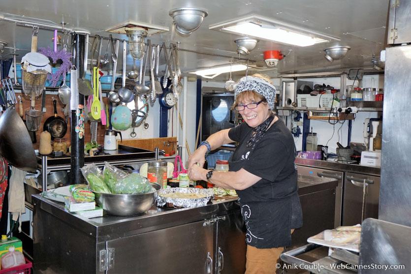 """La cuisine du """"Sam Simon"""",  l'un des bateaux de la fondation Sea Shepherd - Festival de Cannes 2016 - Photo © Anik Couble"""