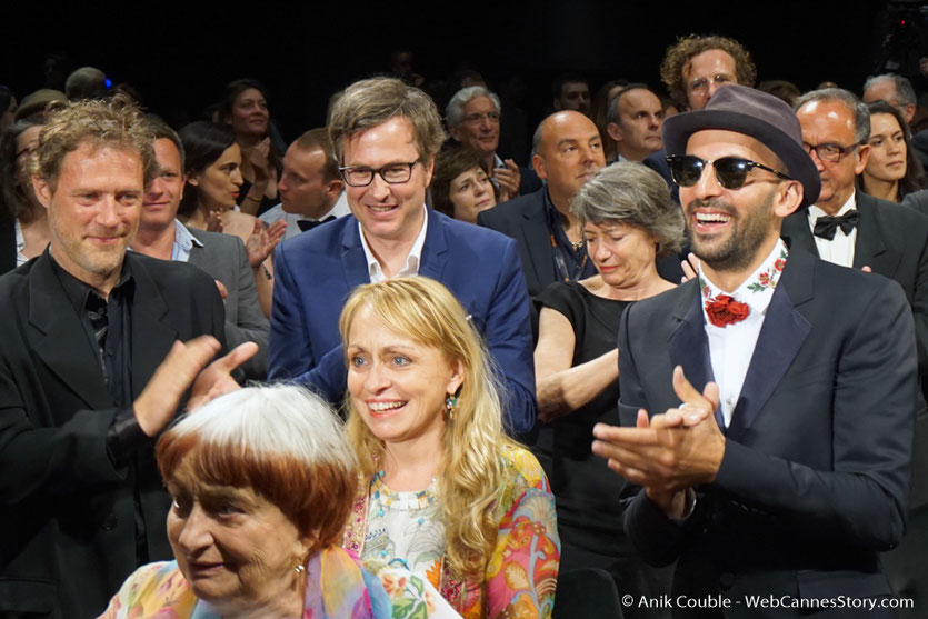 "Agnès Varda, sa fille Rosalie Varda-Demy et JR, lors de la projection de leur film documentaire ""Visages Villages"" - Festival de Cannes 2017 - Photo © Anik Couble"