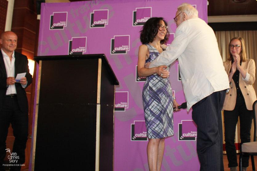 Yasmina Reza, Présidente du jury  et  Alexandre Astruc, lauréat du Prix Consécration  - Festival de Cannes 2011 - Photo © Anik Couble