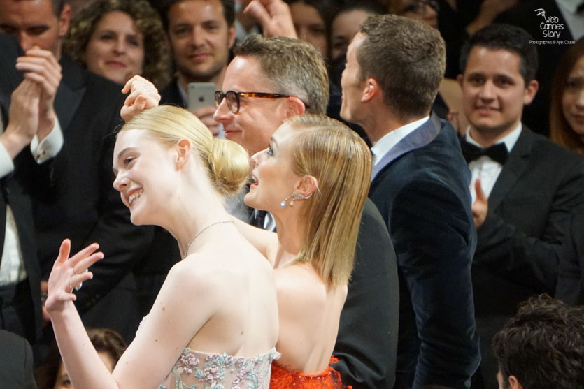 "Elle Fanning, Bella Heathcote et Nicolas Winding Refn,  lors de la projection de son film "" The Neon Demon"" - Festival de Cannes 2016 - Photo © Anik Couble"