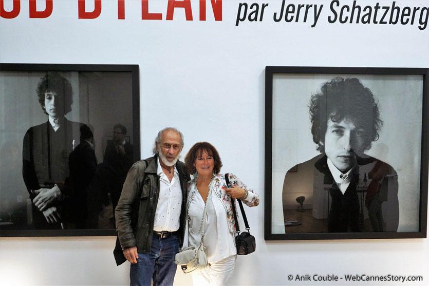 En compagnie du réalisateur américain et ancien photographe de mode Jerry Schatzberg, lors du vernissage de son exposition, consacrée à de Bob Dylan et installée pendant le Festival Lumière 2018 - Lyon - Photo © Anik Couble