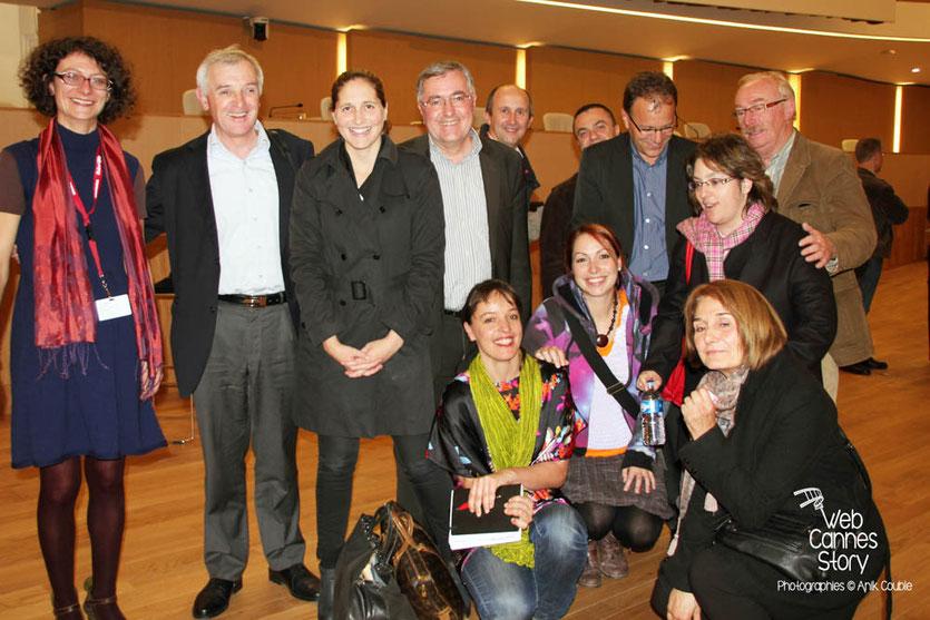 Jean Jouzel, Cynthia Fleury, Alain Chabrolle et Laure Noualhat, entourés de l'atelier citoyen - Lyon - 0ctobre 2011  © Anik COUBLE