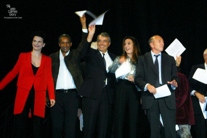 Juliette Binoche,  Abderrahmane Sissako, Jean-Jack Queyranne, Elsa Zylberstein et Gérard Collomb - Cérémonie d'ouverture du Festival Lumière - Lyon - Oct 2010 - Photo © Anik COUBLE