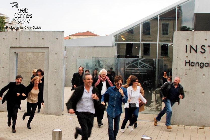 Remake de la sortie des usines Lumière avec Michaël Cimino, Gilbert Melki et Bertrand Tavernier - Festival Lumière - Lyon - Octobre 2013 - Photo © Anik COUBLE