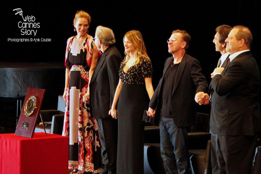 Uma Thurman, Harvey Keitel, Mélanie Laurent, Tim Roth, Lawrence Bender et Harvey Weinstein - Remise du Prix Lumière -  Festival Lumière - Lyon - Oct 2013 - Photo © Anik COUBLE