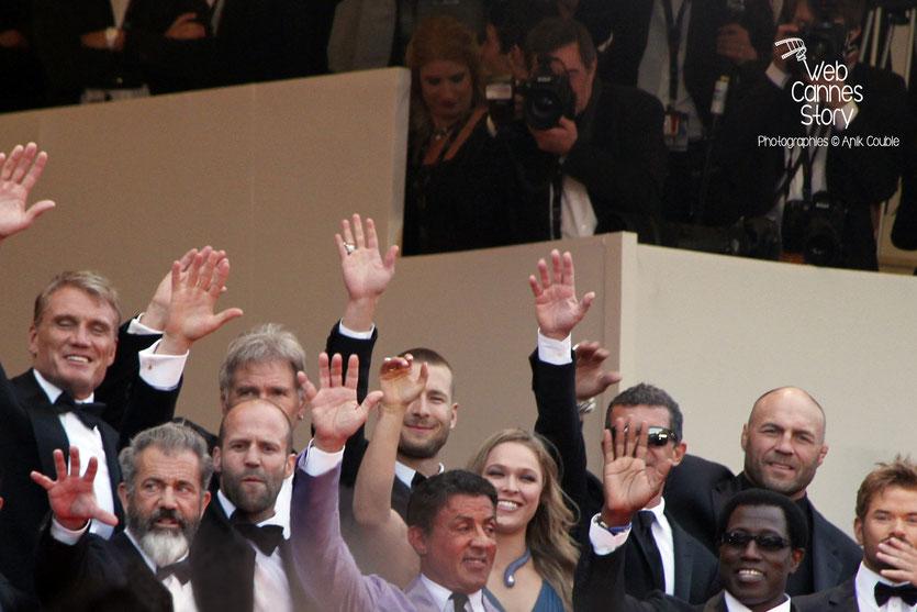 L'équipe du film  «The expendables 3 »  réalisé par Sylvester Stallone, en haut des marches, dont : Dolph Lundgren, Harrison Ford, Antonio Banderas,  Randy Couture , Wesley Snipes, Ronda Rousey, Sylve
