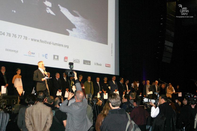 Les invités sur scène et la presse - Cérémonie d'ouverture du Festival Lumière - Lyon - Oct 2010 - Photo © Anik COUBLE