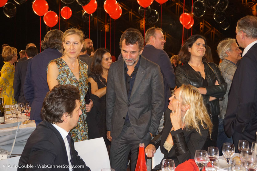 Moment d'échange et de détente entre Laurent Gerra et Eric Lartigau, lors du dîner d'ouverture du Festival Lumière 2017, à Lyon - Photo © Anik Couble