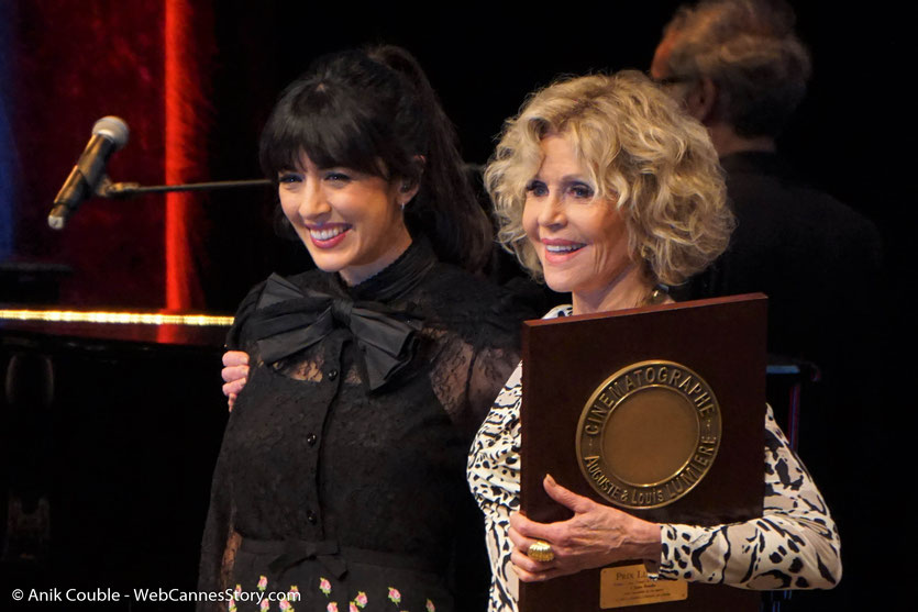 Jane Fonda et Nolwenn Leroy à l'issue de la cérémonie de remise du Prix Lumière à Jane Fonda - Festival Lumière 2018 - Lyon - Photo © Anik Couble