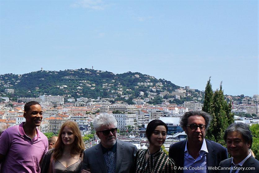 Will Smith, Jessica Chastain, Pedro Almodóvar, Fan Bingbing, Paolo Sorrentino et Park Chan-wook, lors de l'aïoli, le traditionnel déjeuner de presse, offert par le Maire de Cannes - Festival de Cannes 2017 - Photo © Anik Couble