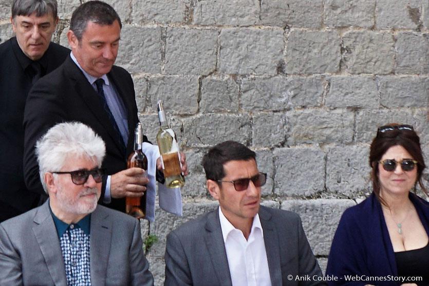 Pedro Almodóvar, Président du Jury, David Lisnard, Maire de Cannes et Agnès Jaoui, membre du Jury, lors de l'aïoli, le traditionnel déjeuner de presse, offert par le Maire de Cannes - Festival de Cannes 2017 - Photo © Anik Couble