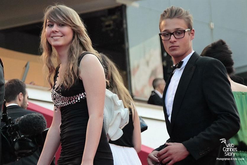 Première montée de marches pour Jessica Claude, une jeune lycéenne lyonnaise - Festival de Cannes 2012 - Photo  © Anik Couble