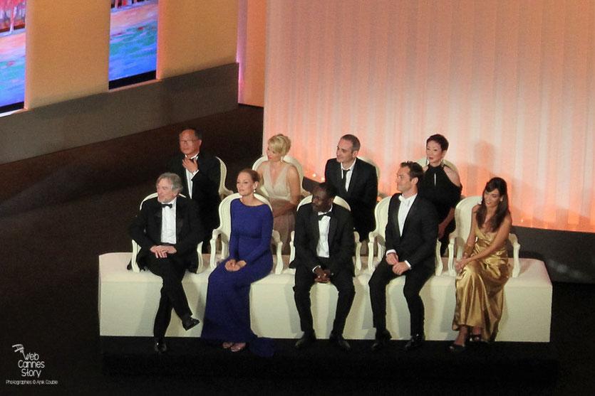 Robert De Niro,  Président du Jury,  entouré de ses jurés - Festival de Cannes 2011 - Photo © Anik Couble