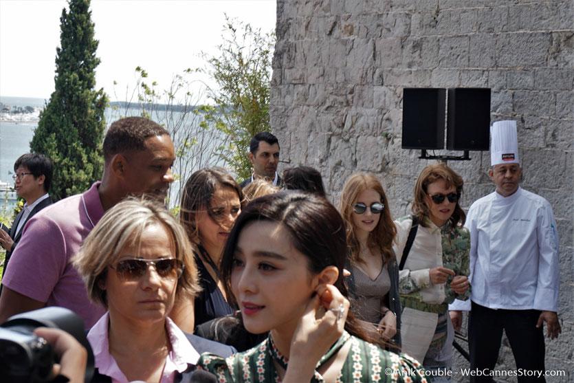 Fan Bingbing, entourée de Will Smith, Jessica Chastain et Maren Ade, membres du Jury, lors de l'aïoli, le traditionnel déjeuner de presse, offert par le Maire de Cannes - Festival de Cannes 2017 - Photo © Anik Couble