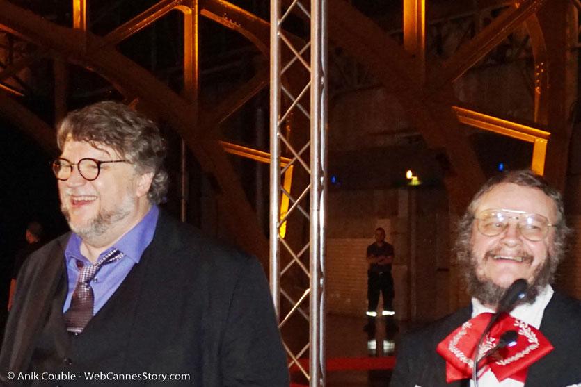 Guillermo del Toro, chantant avec un groupe de Mariachis, lors du dîner d'ouverture du Festival Lumière 2017, à Lyon - Photo © Anik Couble