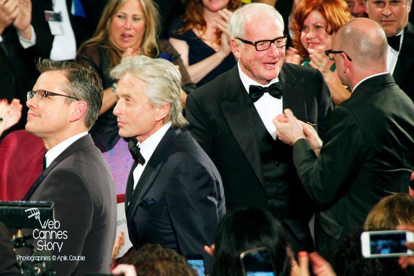 Michael Douglas, Matt Damon et Steven Soderbergh, de dos lors de la projection du film «Ma vie avec Liberace» - Festival de Cannes 2013 - Photo © Anik COUBLE