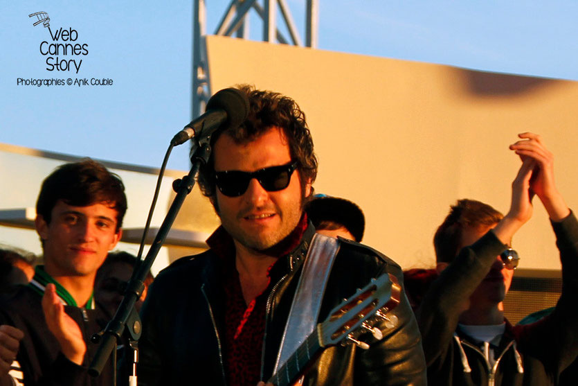 "- M - Matthieu Chedid, en live, au ""Grand Journal"" de Canal +  Festival de Cannes 2013  - Photo © Anik COUBLE"