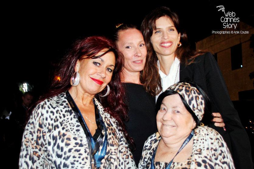 Pascaline Benito et Esméralda Petit-Benito, les célèbres femmes panthères, en compagnie d'Emmanuelle Bercot et Maïwenn- Festival de Cannes 2015 - Photo © Anik COUBLE