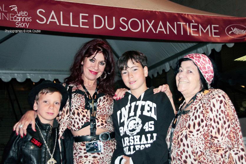 Pascaline Benito et Esméralda Petit-Benito, les célèbres femmes panthères, en compagnie d' Alan Badaoui-Couble - Festival de Cannes 2012 - Photo © Anik Couble