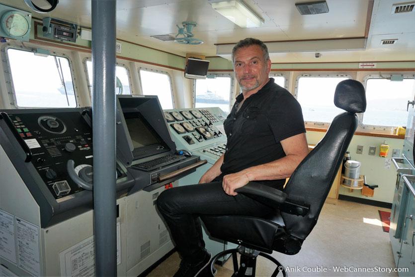 """Serge Mauro, au poste de pilotage du """"Sam Simon"""" l'un des bateaux de la fondation Sea Shepherd - Festival de Cannes 2016 - Photo © Anik Couble"""