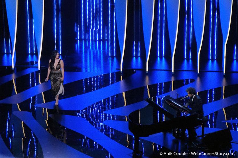 Camélia Jordana, sur la scène du Palais des festivals, pour célébrer les 70 ans du Festival de Cannes - Festival de Cannes 2017 - Photo © Anik Couble