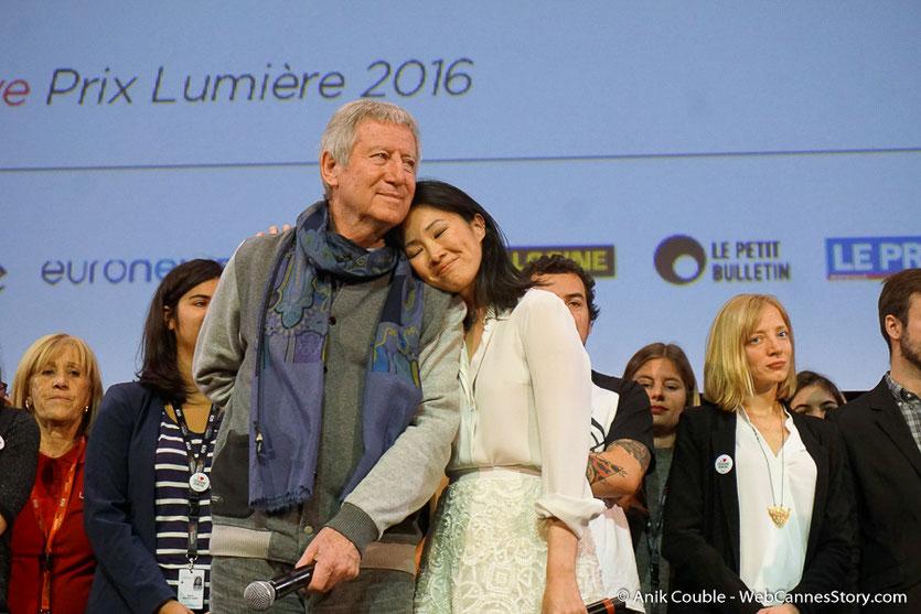 Linh-Dan Pham, blottie contre Régis Wargnier, lors de la cérémonie de Clôture du Festival Lumière 2016  - Halle  Tony Garnier de Lyon - Photo © Anik Couble